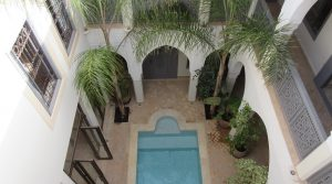 Riad of 6 bedrooms with pool. Authorization guest house, once furnished, there is more work has
