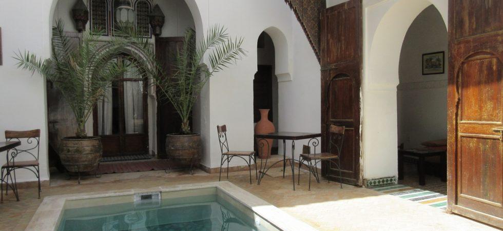 Magnifique riad du 19 siècles. Très beaux volumes, piscine et vue terrasse exceptionnelle sur le palais Bahia donnant une idée précise de l'excellence du quartier