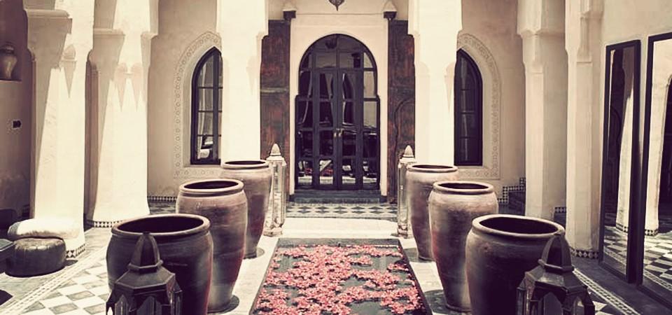 Exceptionnel maison d'hôtes, des suites de 60 à 120 m², éléments anciens, piscine, hammam spa, accès voiture devant le riad