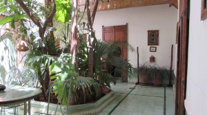 Ideally located, easy access, nice riad with 3 bedrooms with Jacuzzi on the terrace