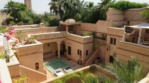 In the best street of the medina, Riad exceptional with beautiful volumes, pool, hammam and central heating