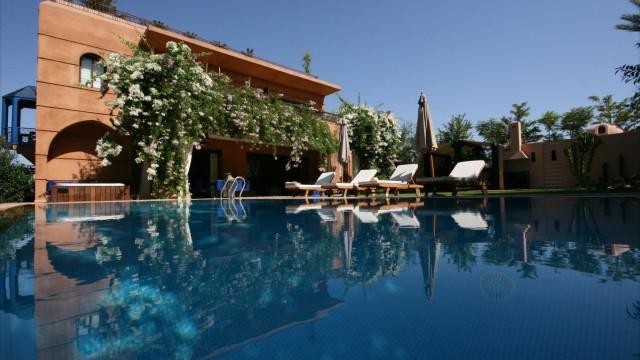 Villa voisine du domaine d'Amelkis. Remarquables prestations, 5 chambres, magnifiques pièces de vie, piscine et chauffage central