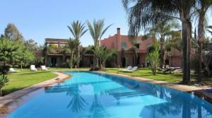Très belle villa pour passer de bons moments en famille. Magnifique jardin, piscine et hammam