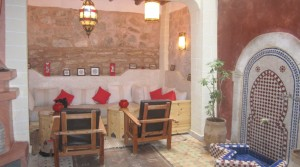 Small jewel in the medina of Essaouira. Riad 3 bedrooms on the edge of the ocean