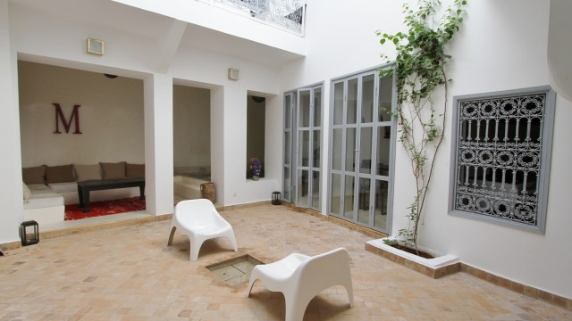 A moins de 10 minutes de la place, charmant riad de 3 chambres, bassin et décoration raffinée