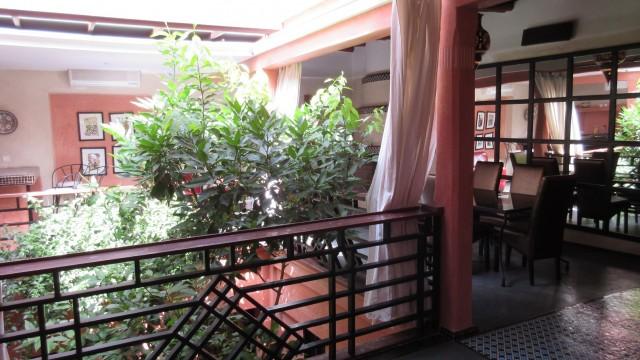 Riad contemporain avec 3 chambres dans le patio. A l'étage, une seule et belle pièce style loft, sans oublier une belle terrasse et situé dans un excellent quartier