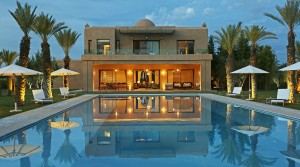 Luxurious contemporary villa. Beautiful spaces, high standard of comfort in big standing, than 20 minutes from Marrakech