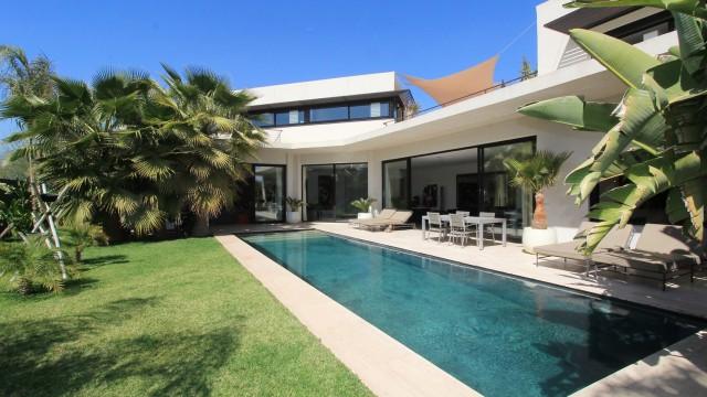 Villa sur le golf d'Amelkis. 5 chambres, pièces de vie très agréables, piscine, pas une faute de goût