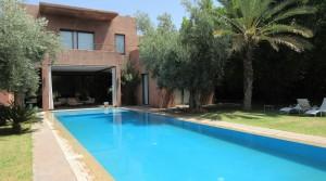 Villa à 15 minutes de Marrakech, dans une résidence privée. 4 chambres, piscine et magnifique jardin