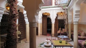 Simple to stimulate activity, or private riad. Traditional, 5 bedrooms and access practical car