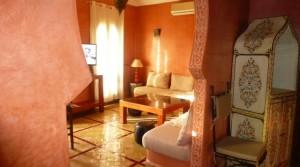 Dans une résidence à la palmeraie, petit appartement en rez de jardin avec 2 chambres