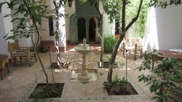 Authentique riad situé à 2 minutes de la place Jamaâ El Fna. 4 chambres et magnifique patio, excellent quartier