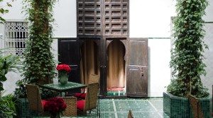 Riad authentic, beldi, spacious bedrooms, 4 beautiful palm trees in the patio and Jacuzzi on the terrace