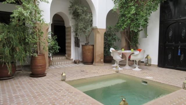 Maison d'hôtes à Marrakech. Au cœur du souk principal, 6 chambres, bassin, une institution dans la médina