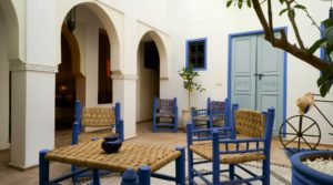 Located in an excellent district, guest house with 5 beautiful rooms and Jacuzzi on the terrace