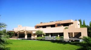 Somptueuse villa dans la palmeraie. Architecture contemporaine, agencement remarquable, très beaux volumes, une magnifique propriété