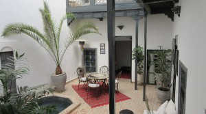 Beautiful riad with pool and 4 bedrooms. Good district with parking nearby