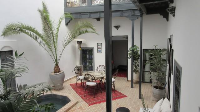 Agréable riad de 4 chambres, bassin, terrasse sur jardin, avec parking à 150 mètres