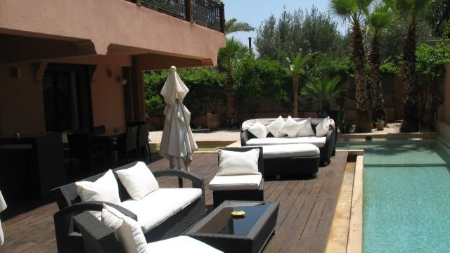 Exceptionnel appartement de 3 chambres, magnifique salon, très belle terrasse avec sa piscine et son jacuzzi