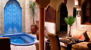 Riad double patio, 12 bedrooms, swimming pool, located in an excellent district with car access
