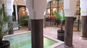 Sumptuous riad with 4 bedrooms, pool, located in an excellent district. Very attractive rental profitability