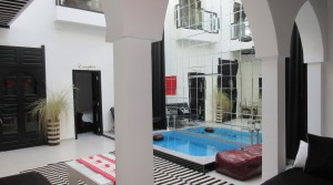 Riad contemporary with 3 bedrooms, pool, very close to spice square