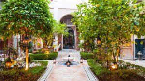 Fabuleux riad. Trois patios, 10 chambres, piscine, hammam, magnifique terrasse, au cœur de la médina de Marrakech