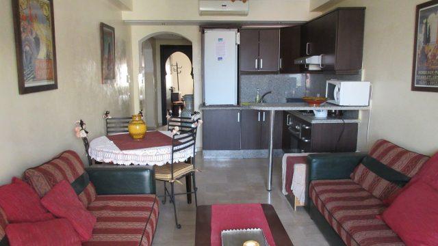 Dans le centre-ville de Marrakech, joli petit appartement avec 1 chambre, une place de parking en sous-sol et piscine dans la résidence