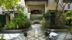 Sumptuous riad of 18 centuries. Its patio, fountain and woodwork enchant you