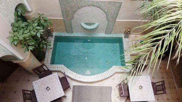 Magnifique pied à terre de 4 chambres avec bassin, dans la médina de Marrakech. Situé dans un excellent quartier avec un accès voiture parfait et rendement locatif non négligeable