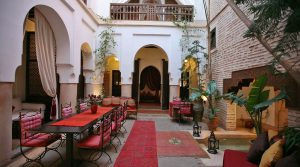Authentic riad with small pool, Jacuzzi and car access