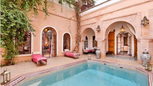 Exceptionnel riad de 6 chambres, piscine chauffée, beaux volumes, situé dans un excellent quartier avec dépose voiture à proximité
