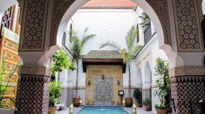 Magnifique riad composé de 2 patios, piscine, hammam, situé dans l'un des meilleurs quartiers de la médina