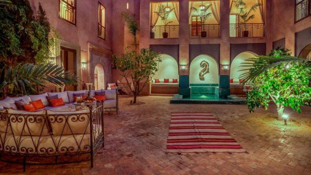 Luxueux, somptueux riad aux très beaux volumes. Piscine, hammam, suites magnifiques, superbe patio, avec accès voiture dans le quartier royal