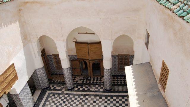 Magnifique riad du 18 siècle, situé au cœur des souks et moins de 3 minutes de la place Jamaâ El Fna. Pour tous projets