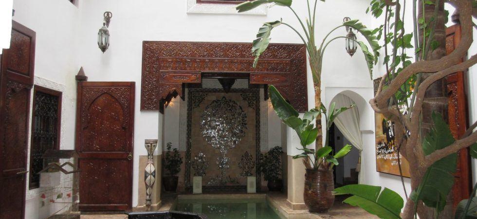 Magnifique riad de 4 chambres à deux pas de la place Jamaâ El Fna. Piscine, hammam, très belle terrasse, sans oublier l'accès voiture parfait