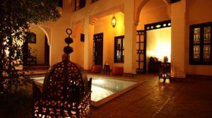 Double patio, bassin, hammam, 10 suites et chambres, emplacement parfait