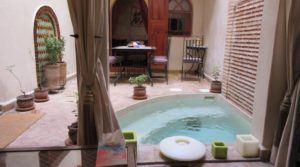 Pied à terre de 4 chambres, petit bassin et accès voiture