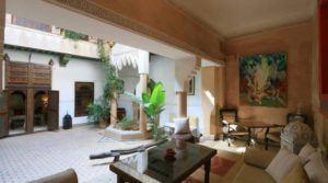 A deux pas de la place Jamaâ El Fna. Magnifique riad avec classement maison d'hôtes, son charme opère instantanément