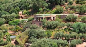 Véritable havre de paix à 50 minutes de Marrakech. La beauté du lieu vous enchantera, spot exceptionnel avec 4 belles chambres, terrasses, piscine et un merveilleux jardin proposant une variété impressionnante de végétaux