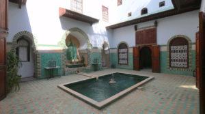 Magnifique riad authentique. Très beaux volumes de pièces, possibilité de créer 2 chambres avec salle de bain supplémentaires, beau bassin dans le patio et très belle terrasse