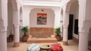 Riad with 4 bedrooms, pool, renovated in the clean tradition of Moorish art