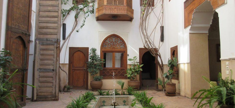 Magnifique riad authentique, au cœur de la médina. 5 chambres, un magnifique salon, superbe terrasse, impossible de ne pas tomber sous le charme des lieux