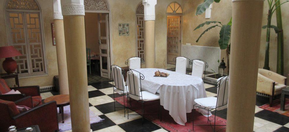 Magnifique de riad de 4 chambres avec une terrasse proposant une vue panoramique sur la médina. Avec son emplacement exceptionnel, possibilité d'une rentabilité locative
