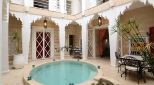 Located in an authentic district of the medina and 10 minutes walk from Jamaâ El Fna square