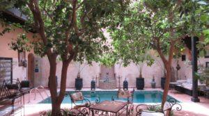 Double patio, piscine et accès voiture à proximité