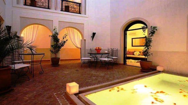 Ancienne maison d'hôtes dans la médina de Marrakech. Belles chambres, petit bassin dans le patio, belle terrasse, un beau potentiel pour relancer l'activité ou en profiter en famille