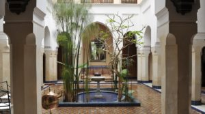 Sumptuous riad of the 18th century with douiria. Private residence but should not encounter any problem to rent and make profitable. Rare enough to report it, with an elevator