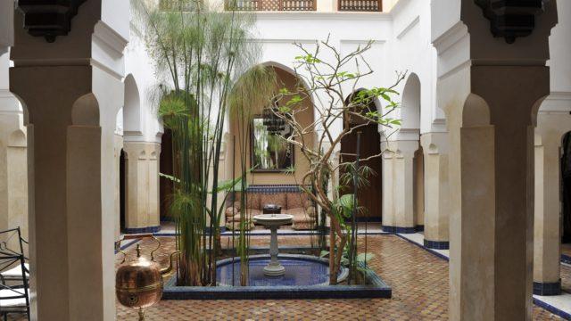 Somptueux riad du 18 siècle avec sa douiria. 4 belles chambres, un magnifique patio, une superbe terrasse et un confort indéniable et rare, un ascenseur desservant l'ensemble des étages