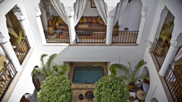 Somptueux riad maison d'hôtes dans la médina. Six merveilleuses chambres, magnifiques espaces de vie, deux bassins, une piscine, un spa sans oublier une splendide terrasse. Un véritable havre de paix qui vous laissera sans voix